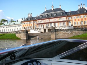 Schloss Pillnitz von der Elbe aus
